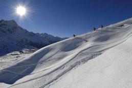 Sciatori fuori pista Tonale